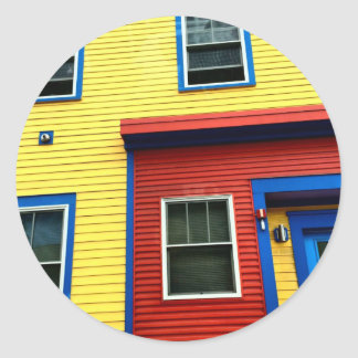 Casas brillantes y de diversión pegatina redonda