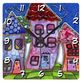 Casas coloridas enrrolladas reloj cuadrado