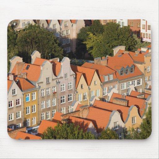 Casas de ciudad viejas de Gdansk en Polonia Tapete De Ratones