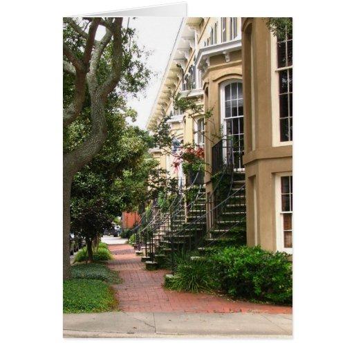 Casas de fila con las escaleras tarjeta de felicitación