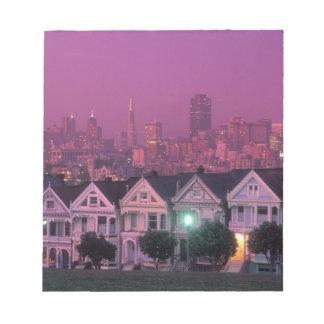 Casas de fila en la puesta del sol en San Francisc Bloc De Notas
