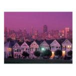 Casas de fila en la puesta del sol en San Francisc Tarjetas Postales