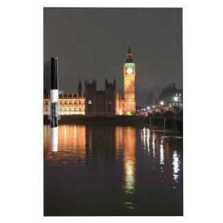 Casas de Londres del parlamento y de Big Ben Pizarra Blanca