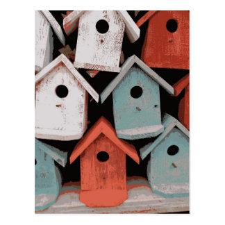 Casas decorativas azules blancas rojas del pájaro tarjeta postal
