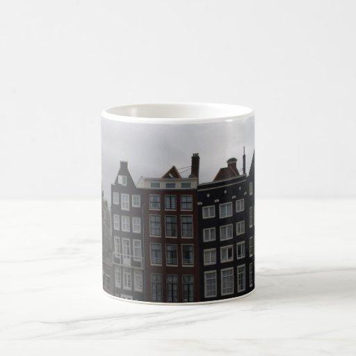 Casas del canal en Amsterdam Tazas