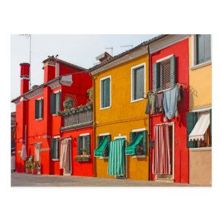 Casas del color en la isla Burano Italia de Tarjetas Postales