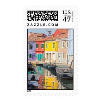 Casas del color en la isla Burano Italia de Timbre Postal