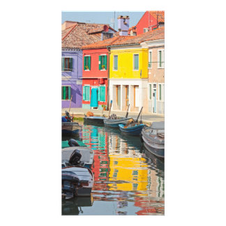 Casas del color en la isla Burano Italia de Veneci Tarjeta Fotográfica
