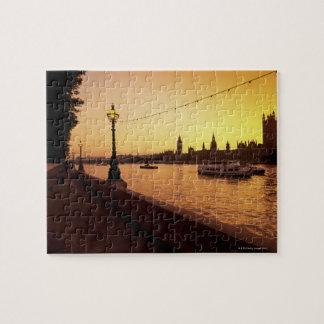 Casas del parlamento en la puesta del sol puzzles con fotos