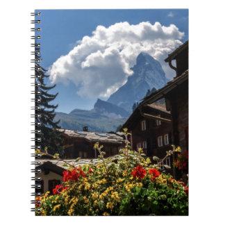 Casas del pueblo de Cervino y de Zermatt, Suiza Libreta