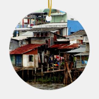 Casas del río Mekong Adorno Navideño Redondo De Cerámica