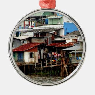 Casas del río Mekong Adorno Navideño Redondo De Metal