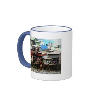 Casas del río Mekong Taza De Dos Colores