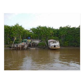 Casas del zanco en el río Amazonas Postales