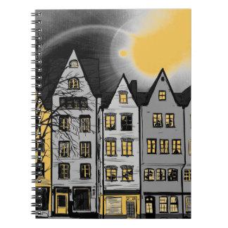 Casas en un cuaderno de la fila