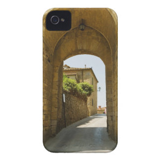 Casas vistas a través de una arcada, Porta Franca, iPhone 4 Case-Mate Cobertura