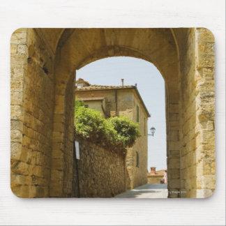 Casas vistas a través de una arcada, Porta Franca, Mousepads
