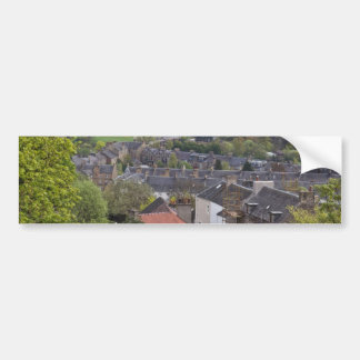 Casas y prados según lo visto de una altura etiqueta de parachoque