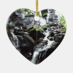 Cascada ahumada secreta de la montaña ornamento para arbol de navidad