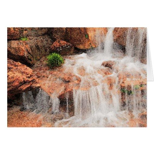 Cascada alpina del jardín tarjeta de felicitación