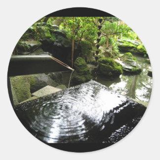 Cascada de bambú en Japón Pegatina Redonda