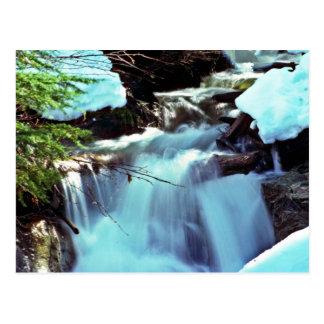 Cascada de la corriente del invierno postales