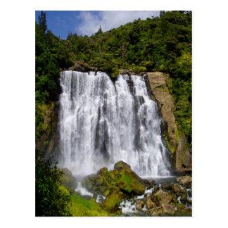 Cascada de Nueva Zelanda Tarjetas Postales