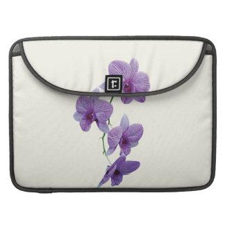 Cascada de orquídeas púrpuras fundas para macbooks