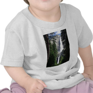 cascada de yosemite camiseta