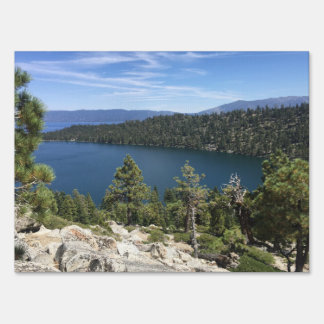 Cascada del lago en el lago Tahoe del sur Cartel