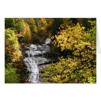 Cascada del otoño tarjetón