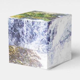 cascada dibujada lápiz caja para regalos
