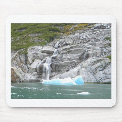 Cascada e iceberg Alaska dentro del paso Tapetes De Ratones