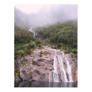 Cascada en la niebla postales