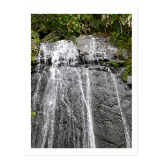 Cascada en la selva tropical del nacional del EL Postal