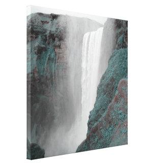 cascada gigantesca, colores cambiados impresiones en lona estiradas