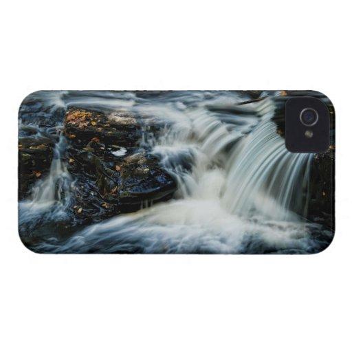 Cascada hermosa de Pocono iPhone 4 Carcasa