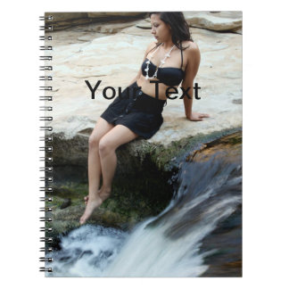 Cascada hispánica de la mujer spiral notebooks