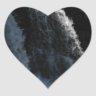 Cascada majestuosa - caídas de la grosella pegatina en forma de corazón