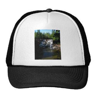 Cascada majestuosa en las caídas de la grosella es gorra
