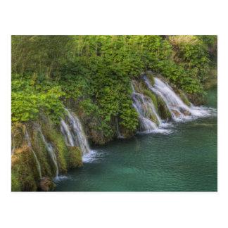 Cascada parque nacional de los lagos Plitvice y Tarjeta Postal