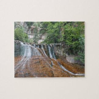 Cascada, parque nacional de Zion, Utah, los E.E.U. Puzzle