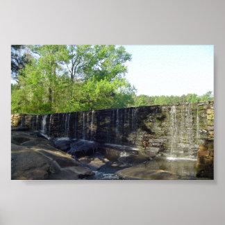 Cascada rocosa en el poster del molino de Yates