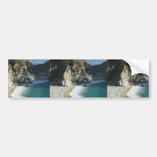 Cascada sobre la playa que fluye en el océano en S Pegatina Para Auto