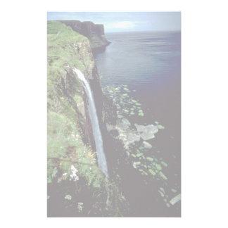 Cascada sobre los acantilados de la isla de Skye,  Papeleria