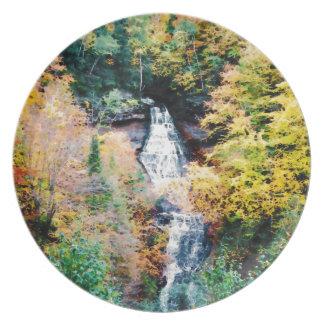 Cascada superior de la península en otoño plato de cena