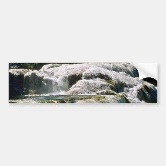 Cascadas anchas del río etiqueta de parachoque
