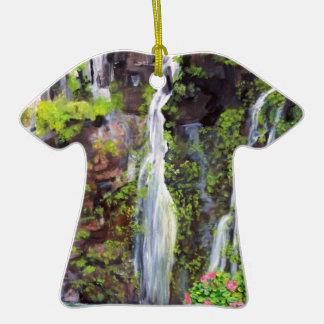 Cascadas de Hana en el ornamento de Hawaii