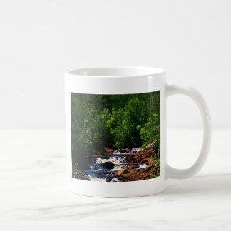 Cascadas del río de Lester Taza Básica Blanca