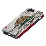 Cáscara de la pintura de la bandera de California iPhone 5 Case-Mate Protector